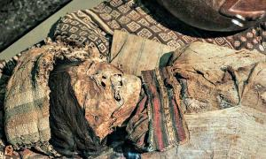 Portada-Detalle de momia expuesta en el Museo Brüning de Lambayeque, Perú. (Public Domain)