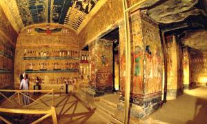 Portada - Parte del interior de la tumba de Seti I, la mayor sepultura del Valle de los Reyes descubierta hasta el momento. (Fotografía: El Mundo)