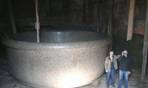 Portada - La bañera del zar en el palacio de Babolovo. (Wikimedia)