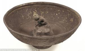 Portada - Vaso de Tántalo de plata descubierto en Vinkovci, Croacia, en el año 2012. Fuente: ©Damir Doracic, Museo Arqueológico de Zagreb