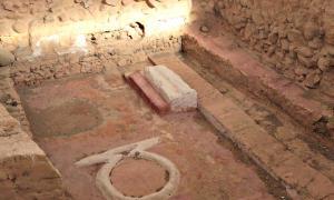 Portada - Fotografía del altar. Siempre se mantuvo en el mismo lugar, en el centro de la mayor estancia excavada hasta ahora. (Fotografía: El País/Carlos Martínez)