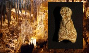 Portada - Principal, Cueva de Foissac (campingliort.com). Detalle: Figurita paleolítica, al parecer humana, descubierta recientemente en la Cueva de Foissac. (Sébastien du Fayet de la Tour)