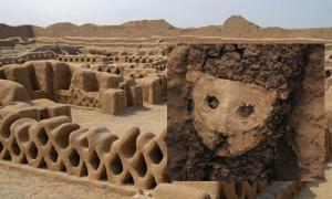 Portada - Principal: la antigua ciudad de Chan Chan. Inserta: una de las esculturas de madera recientemente descubierta (ANDINA)