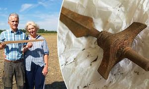 Portada - La espada pre-vikinga recientemente descubierta en Dinamarca por buscadores aficionados equipados con un detector de metales. Fuente: © Museo de Vestsjælland