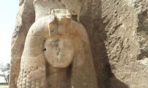 Portada - La estatua de alabastro de la reina Tiy recientemente descubierta. Fotografía: Ministerio de Antigüedades de Egipto