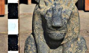 Portada - Una de las imponentes esculturas de la diosa-leona Sejmet recuperadas recientemente. (Fotografía: ABC)