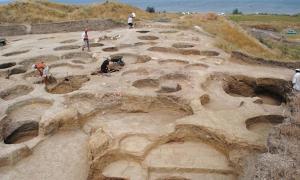 Portada - Excavaciones en las antiguas fortificaciones de Fanagoria (Oleg Deripaska, Fundación Volnoe Delo e Instituto de Arqueología de la Academia Rusa de Ciencias/Heritage Daily)