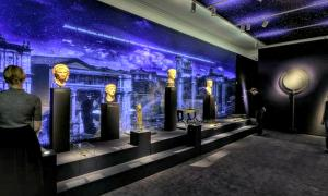 Portada - Visitantes en la exposición «Nerón, emperador, artista y tirano», realizada en Trier (Alemania) (Fotografía: GDKE/ABC)