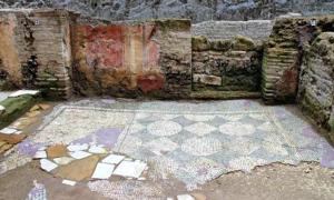 Portada - Detalle de uno de los habitáculos de las ruinas de la fortaleza militar romana descubierta recientemente cerca de la Basílica de San Juan de Letrán, en el centro de Roma. (Fotografía: ABC/EFE)
