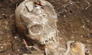 Portada-Esqueleto de uno de los individuos desenterrados en Hildersham. Fotografía: Andrew Westwood-Bate