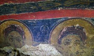 Portada-Dos de los frescos de la iglesia recién descubierta en Capadocia, región con más de 200 poblaciones subterráneas excavadas en la roca. (AA photo)