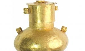 Portada- este frasco de oro pudo haber contenido incienso. Los restos fosilizados que se hallaron en su interior serán analizados. (foto del Instituto de Arqueología de Rusia)