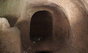Portada - Cámara hallada bajo la Plaza de San Francisco en el transcurso de unas obras para la construcción de una nueva estación de metro en Quito, Ecuador. Fotografía: Colectivo Kitu Milenario / César Cáceres Rojas