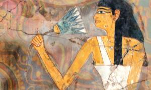 Portada - Composición: fragmento de la pintura mural de una tumba del antiguo Egipto en la que aparece una mujer sentada con un loto azul en su mano derecha (CC BY-NC 2.0), sobre una pintura de la cultura Huichol de fondo (CC BY-SA 4.0).