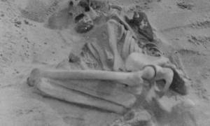 Portada-Los huesos encorvados y deformes de una mujer enferma de raquitismo (Imágenes de la revista Proceedings of the Prehistoric Society - Actas de la Sociedad Prehistórica)