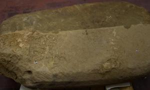 Portada - Según Phys.org, la estela presenta una de las inscripciones etruscas más largas jamás descubiertas, con 120 caracteres y nombres de dioses. (Fotografía: Proyecto Arqueológico Valle del Mugello)