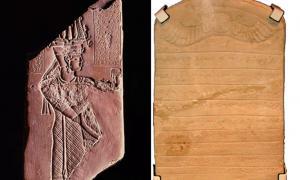 Portada-Dos ejemplos de jeroglíficos meroíticos (no descubiertos en Abu Erteila): Placa votiva del rey Tanyidamani (Public Domain) y estela meroítica. (British Museum)