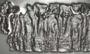 Portada - Esta imagen de la tablilla de Antioquía se obtuvo utilizando la tecnología de toma de imágenes por transformación de reflectancia. Fuente: Paula Artal-Isbrand, conservadora de los Museos de Arte de Princeton, con permiso de Alexander Hollman.