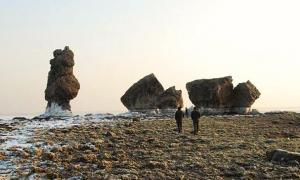 Portada-Los arqueólogos afirman que algunas de las ruinas del palacio pueden verse cuando la marea está baja. Fotografía: Liaoshen Evening News