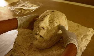 Portada - La máscara de Pakal recientemente descubierta. Fuente: C: Héctor Montaño, INAH