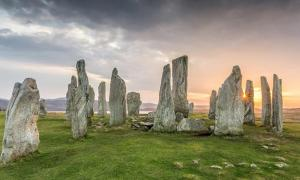 Portada - Piedras de Callanish al atardecer. (Chris Combe/CC BY 2.0)