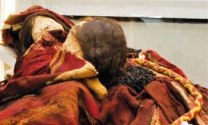Portada - Estas dos momias incas fueron halladas con una sustancia tóxica en su tumba. Fuente: Museo Regional de Iquique