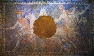 Portada-Mosaico de la tercera cámara de la tumba de Anfípolis en el que aparece representado Plutón raptando a Perséfone. (Public Domain)