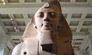 Portada - El joven Memnón, parte de una colosal estatua de Ramsés hallada en el Ramesseum y expuesta actualmente en el Museo Británico. (CC BY-SA 3.0)