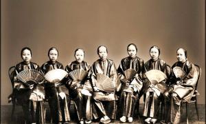 Portada-Grupo de mujeres chinas luciendo sus abanicos. Fotografía realizada en Cantón entre los años 1859 y 1890 (Lai Afong/CC BY 2.0)