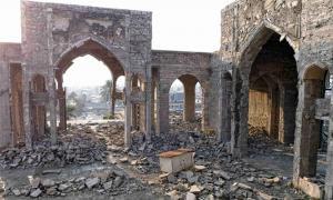 Portada - Ruinas de la mezquita de Nebi Yunus, Mosul, Iraq. Se ha descubierto un palacio asirio, construido en torno al año 600 a. C., gracias a un túnel excavado por terroristas bajo el templo destruido. (Fotografía: Tom Westcott/MEE)