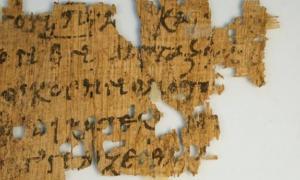 Portada-Fragmento del antiguo papiro datado entre el 250 d. C. y el 350 d. C., que había sido puesto a la venta en eBay y al parecer contiene pasajes del Evangelio de Juan. Foto: Geoffrey Smith, Universidad de Texas en Austin, vía New York Times.