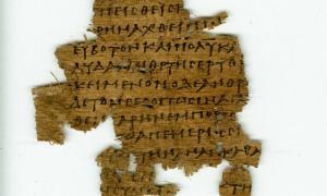 Portada-Fragmento de papiro hallado en Oxirrinco en 1897. (Fotografía: Egypt Exploration Society/El Confidencial)