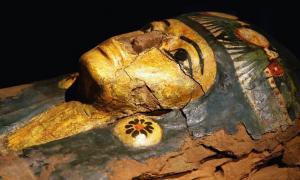 Portada - Máscara funeraria de una momia egipcia. Crédito: BigStockPhoto
