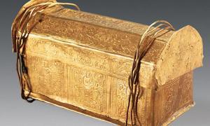 Portada - Este pequeño cofre de oro fue hallado dentro de otro cofre de plata. El hueso del cráneo supuestamente perteneciente a Buda se encontraba en su interior, junto con los restos de otros hombres santos budistas. Cuando finalizaron las excavaciones arqueológicas, monjes budistas enterraron estos restos en el Templo Qixia de Nanjing (China). (Chinese Cultural Relics)
