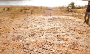 Portada - Algunos de los petroglifos descubiertos en los últimos años en Los Altos de Jalisco, México. (Fotografía: debate.com.mx/ Agencia Conacyt)