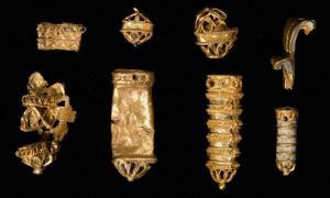 Portada-piezas-oro-sombrero-Tudor.jpg
