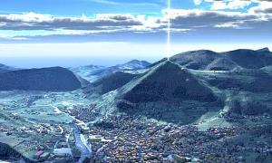 Portada - Fotomontaje realizado con una imagen aérea del conocido como Valle de las Pirámides de Bosnia. (Código Oculto).