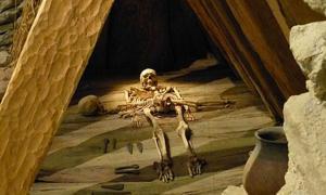 Portada - Weimar (Turingia). Museo para la Prehistoria de Turingia: reconstrucción de la tumba hallada en Leubingen perteneciente a un príncipe de la Edad del Bronce de la cultura de Únětice. Fuente: Wolfgang Sauber/CC BY SA 4.0