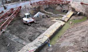 Portada - Fotografía de los antiguos muelles romanos de Cartago Nova recientemente descubiertos al realizar unas obras. (Cadena SER)