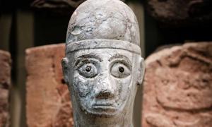 Portada - Rostro de la estatua de Idrimi. Tell Atchana, Turquía, siglo XVI a. C. (Tracey Howe para Making Light)