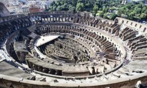 Portada - Vista aérea del interior del Coliseo. La nueva fase de las obras se centrará en la arena para rehabilitar su espacio, a fin de permitir a los visitantes acceder a ella y posibilitar la celebración de eventos culturales. (Fotografía: Cinco Días)