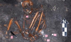 Portada - Enterramiento del yacimiento azteca de Colhuacatonco perteneciente a la época de la conquista española. (Fotografía: María de la Luz Escobedo, INAH)