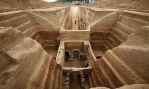 Portada - El mausoleo donde se encontraron los restos de un hombre de algo más de sesenta años, pertenecientes según arqueólogos chinos al famoso jefe guerrero Cao Cao. En.people.cn