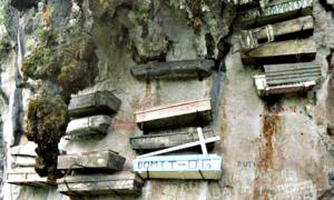 Portada - Ataúdes colgantes en Sagada, Filipinas. (Fotografía: La Gran Época/KokLeng/Maurice Yeo)