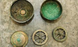 Portada-Algunos de los hallazgos presentados en el Museo Jan Dekerta de Lubusz, Gorzów Wielkopolski. Fotografía: PAP/ Lech Muszyński