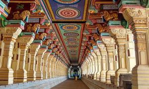 Portada - fotografía del corredor exterior del templo de Ramanathaswamy. Fuente: (CC BY-SA 4.0)
