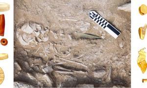 Portada - Enterramientos del Minoico Medio – izquierda; abalorios del Minoico Medio IA, centro; fosa funeraria de un hombre del Minoico Medio IA con una daga de bronce (bajo la Estructura Funeraria 2), derecha; abalorios y bandas de oro del Minoico Temprano II y el Minoico Medio IA. Fuente: Culture.gr