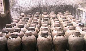 Portada - Antiguos tinajas chinas para bebidas alcohólicas (imagen meramente ilustrativa).