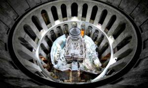 Portada - Imagen cenital del santuario que alberga la tumba de Jesucristo, en proceso de restauración, dentro de la Iglesia del Santo Sepulcro de Jerusalén. (Fotografía: La Gran Época/Oded Balilty/AP para National Geographic)