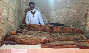 Portada - Fotografía de uno de los ataúdes encontrados en la tumba del antiguo Egipto recientemente descubierta, hallada completamente intacta. (Fotografía: ABC)